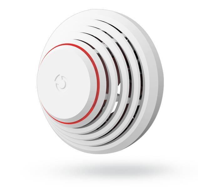 El detector de humo y calor BUS óptico Jablotron JA-150ST detecta un incendio en un edificio. Permite al usuario las siguientes configuraciones: humo y calor, humo o calor, solo calor y solo humo.
