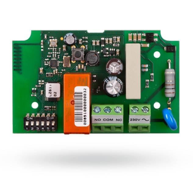 Il modulo di alimentazione wireless JA-150N PG è un modulo di potenza PG wireless (10 A / 230 V AC). Copia lo stato di un'uscita PG selezionato nel sistema JA-100 (PG 1 per PG 32).