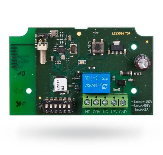 O módulo de saída de sinal sem fios JA-151N PG PG é um módulo de energia sem fios (1 A / 24 V CC). Copia o estado de saída de uma PG seleccionada no sistema JA-100 (PG1 para PG32).