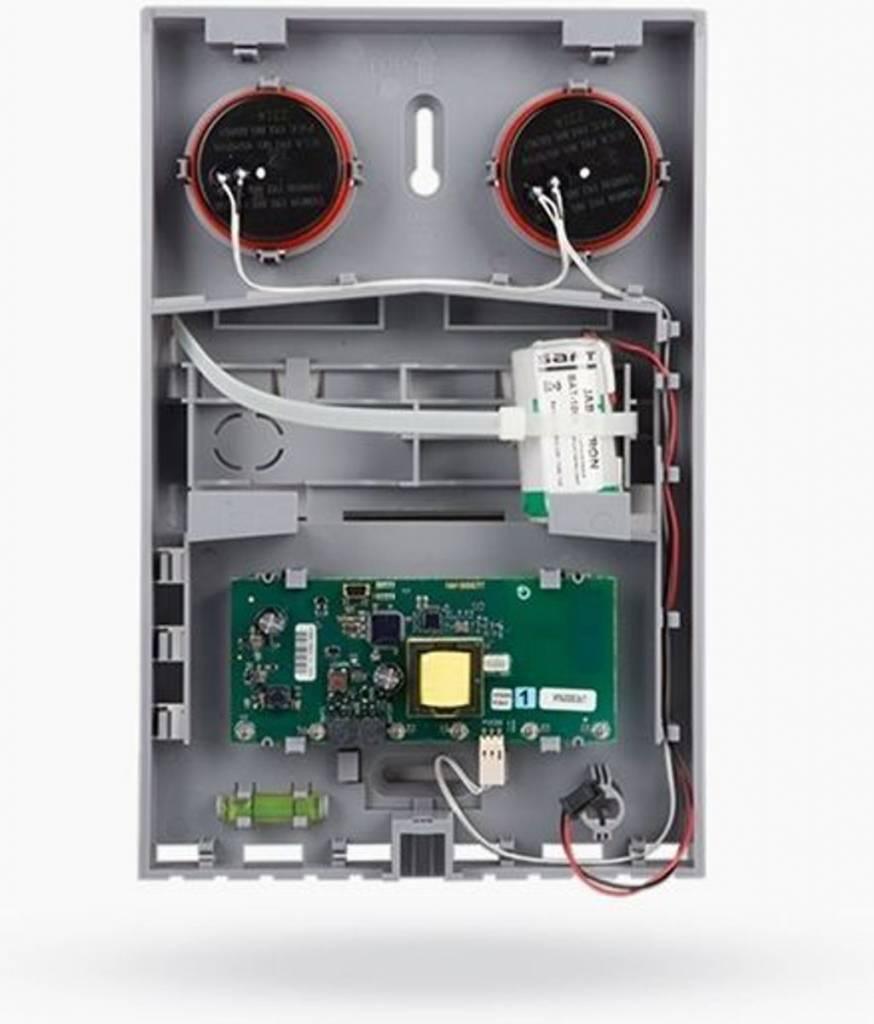Die Jablotron JA-163A RB-Grundplatte ist eine drahtlose Außensirene mit Blitz und wurde für akustische Alarme, Töne und die Aktivierung oder Deaktivierung des PG-Ausgangs entwickelt. Diese Grundplatte muss durch eine Abdeckung ergänzt werden, die auf der