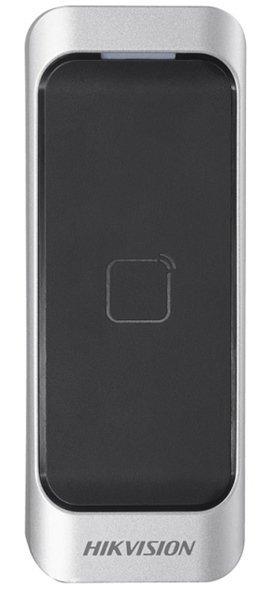 De DS-K1107M is een kaartlezer uit de toegangscontrole lijn van Hikvision. De kaartlezer kan aangesloten worden via RS-485 of Wiegand. <br /> <br /> De fraai vormgegeven kaartlezer kan zowel binnen als buiten worden toegepast. De kaartlezer kan MiFare kaarten lezen