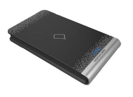 Com o DS-K1F100-D8E você pode ler facilmente em cartões com frequência MiFare e EM. O módulo é plug & play, nenhum driver precisa ser instalado.