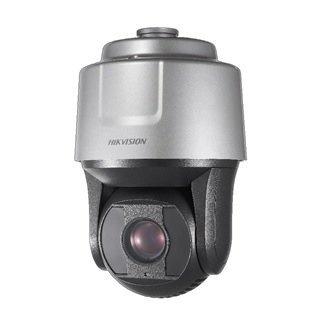 La serie DarkFighterX es una nueva técnica patentada y garantiza una imagen óptima en la oscuridad. Mediante el uso de dos sensores, barras y conos, así como el humano, se recopilan información sobre el color y la imagen. ¡Por lo tanto, la cámara puede da