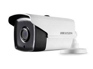 Esta cámara de bala HD TVI está equipada con Power over Coax. La cámara tiene una lente de 2.8 mm con un ángulo de visión de 103.5 °. Además, esta cámara es de poca luz, por lo que se puede dar una imagen en color con poca luz ambiental.