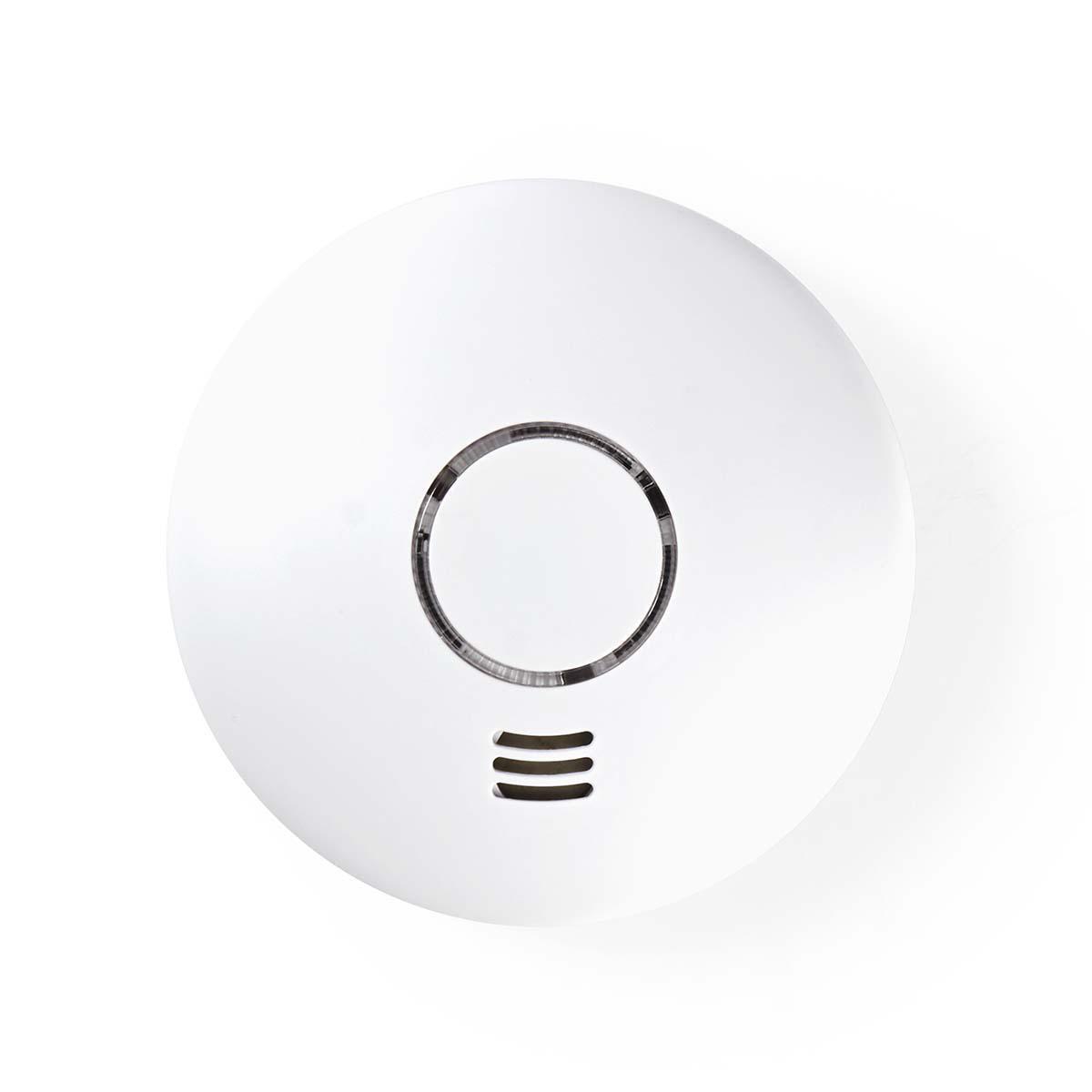 Este detector de humo con Wi-Fi lo alerta tanto del humo como de un aumento extremo de la temperatura: suena una alarma fuerte para todos los que están cerca y también recibirá una notificación en su teléfono donde sea que se encuentre en ese momento.