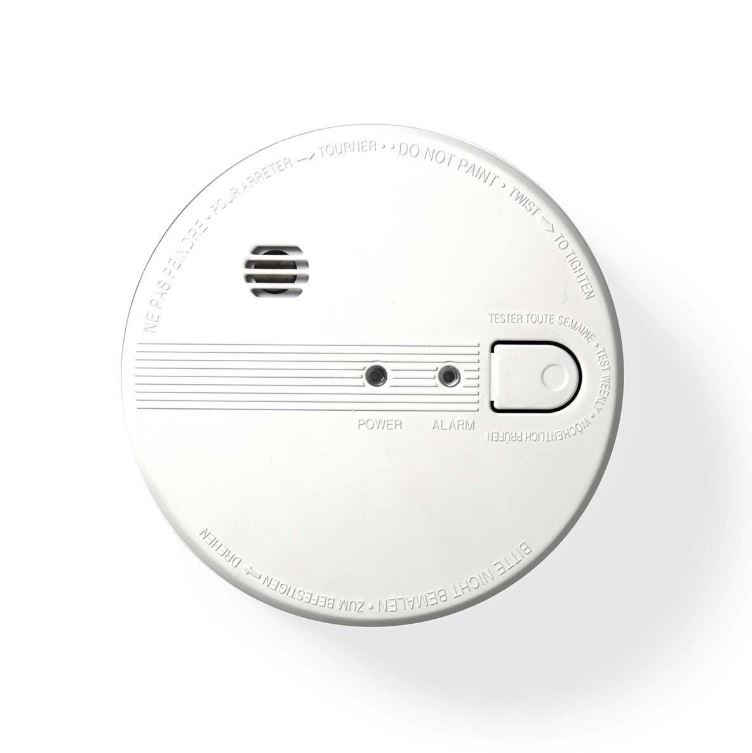 This optical smoke detector from Nedis® offers you complete peace of mind. This smoke detector can be connected to twelve other detectors to monitor an entire building. The smoke detector works on mains power but has a back-up battery (1x 9V included) in