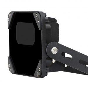Questa lampada a LED IR garantisce una migliore visibilità notturna con la videocamera di sicurezza. Lascia che questa lampada guardi insieme alla fotocamera, non posizionarla di fronte alla fotocamera. La lampada è impermeabile e può essere posizionata a
