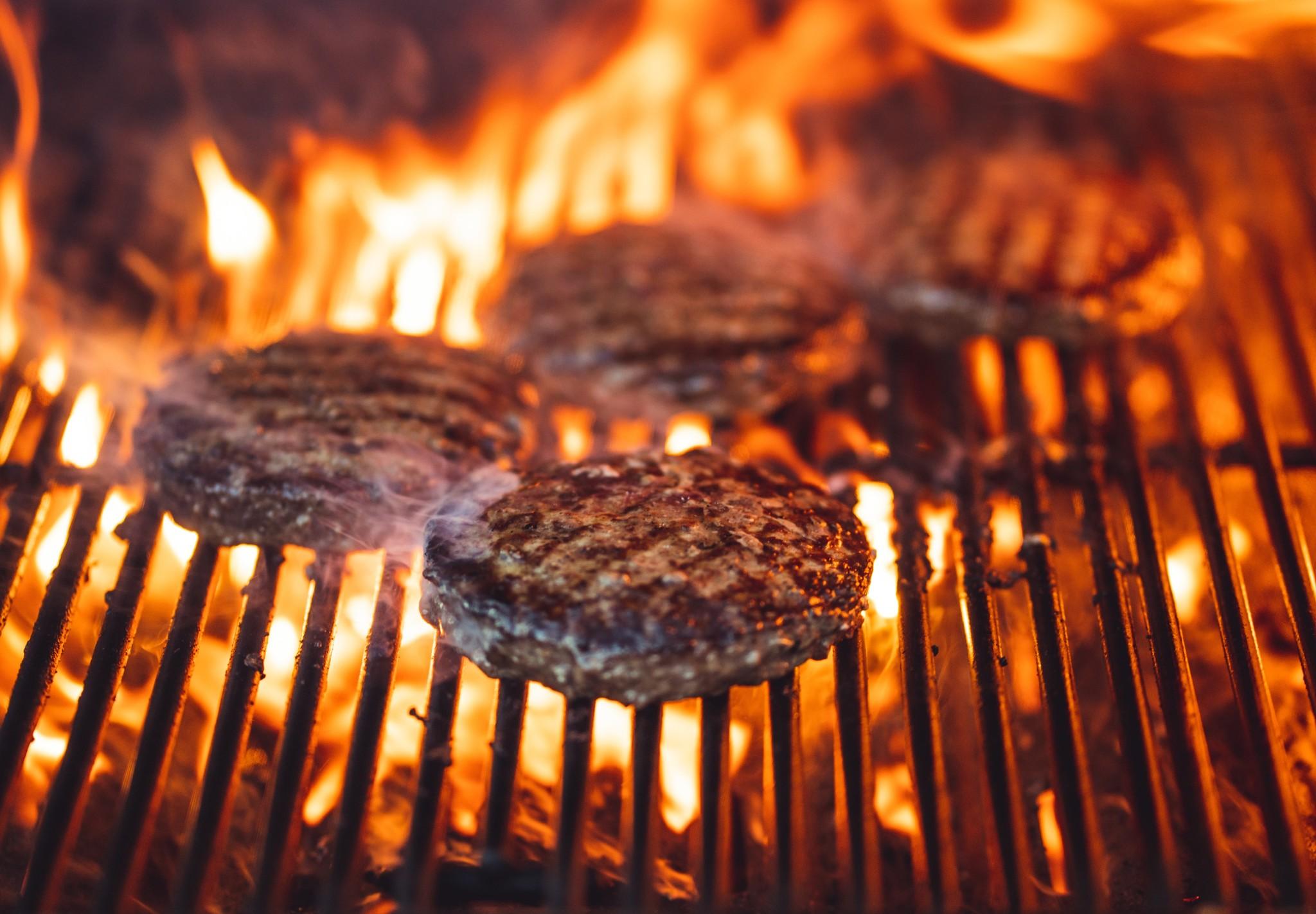 Een kolenbarbecue aansteken: dat doet u zo