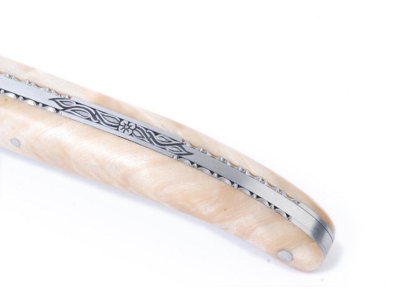 Laguiole en Aubrac Pièce unique van peuplier met zeer fijne uitwerking van bij en rug
