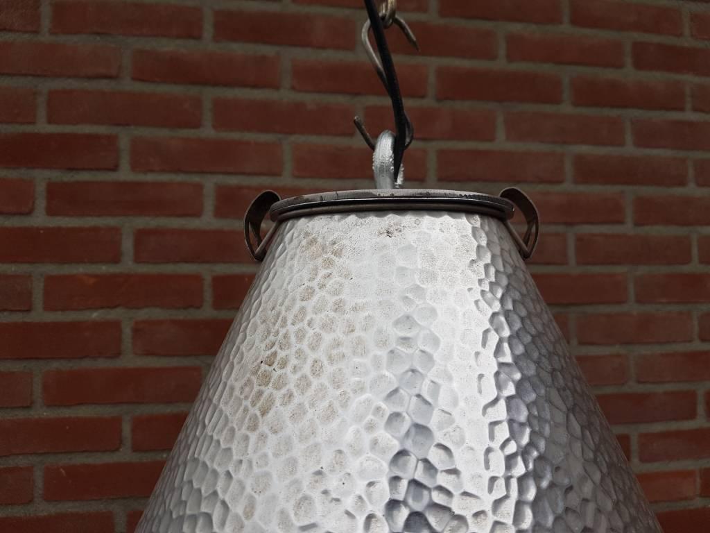 Zeldzame hanglampen uit kolenopslag