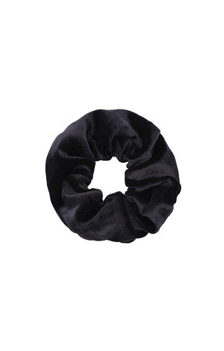 VELVET BLACK SCRUNCHIE