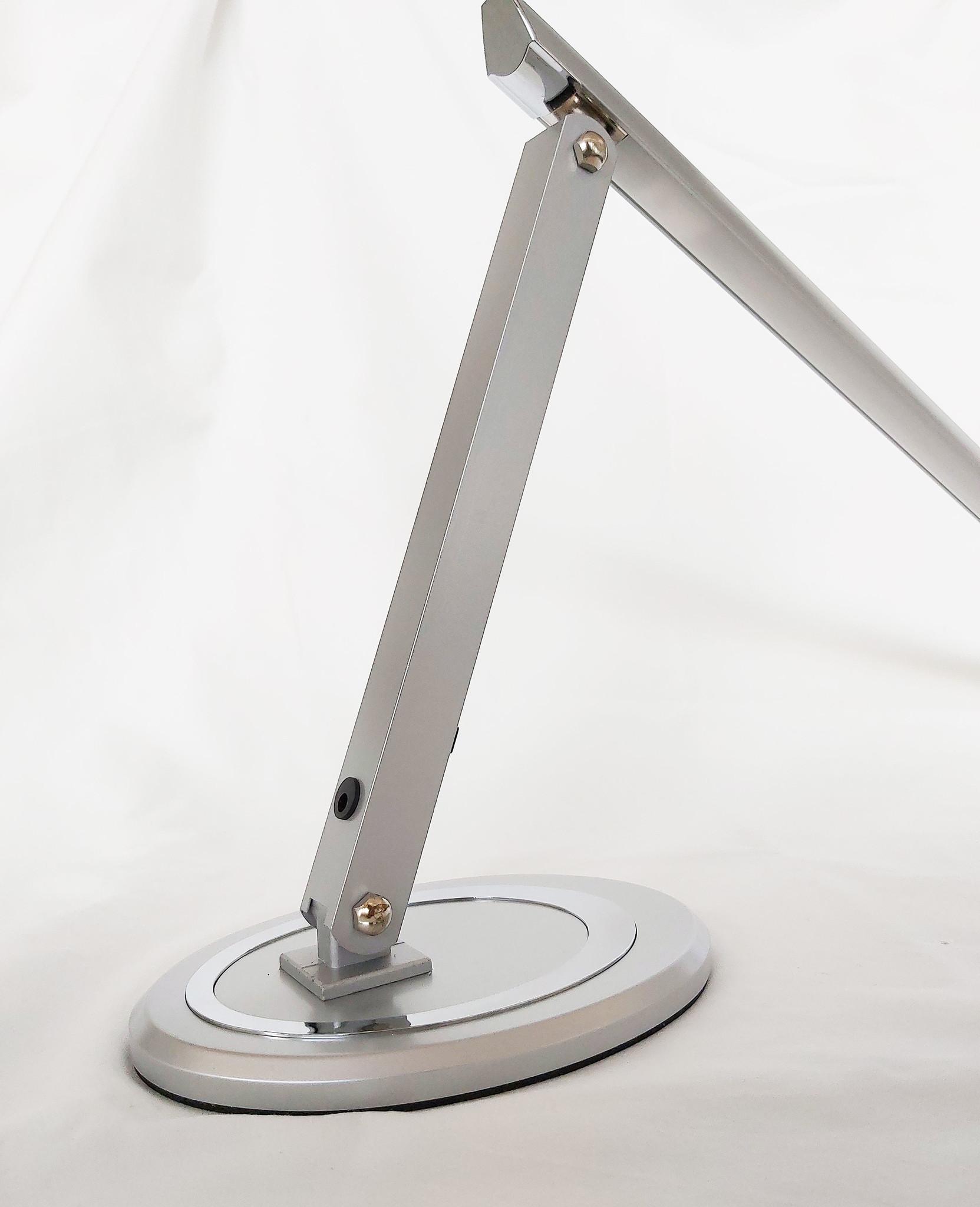 LED Tischlampe. Verstellbar