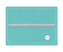 We R Memory Keepers Magnetic Mat & Ruler Basic Tools (70938-1)