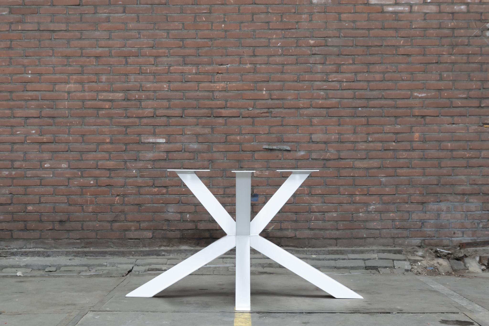Witte stalen tafelpoten