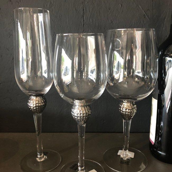 Glas rode wijn met zilver ball