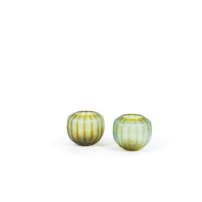 geribbelde vaas in een zacht groen dia 22 x 19cm