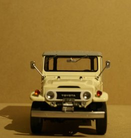 Toyota 1967 Toyota Land Cruiser FJ40 met gesloten soft top