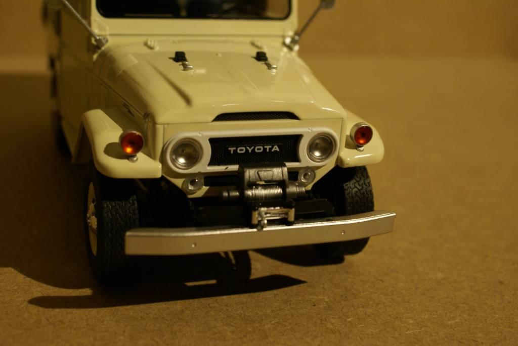 Toyota  Toyota Land Cruiser FJ40 1967 avec capote fermée