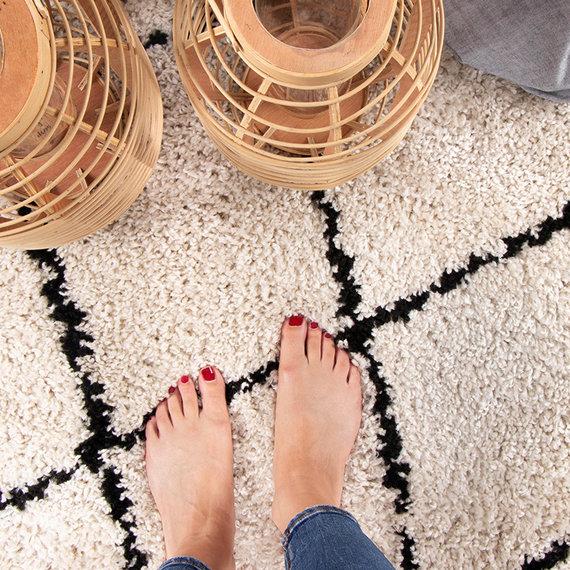 FRAAI Rond hoogpolig vloerkleed - Grand Lines Creme/Zwart