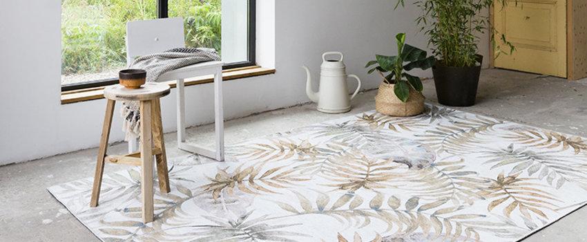 Wit vloerkleed met bloemenprint