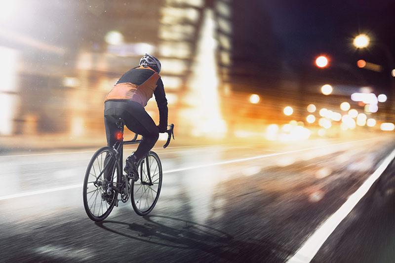 Herbst Fahrrad fahren bei Nacht