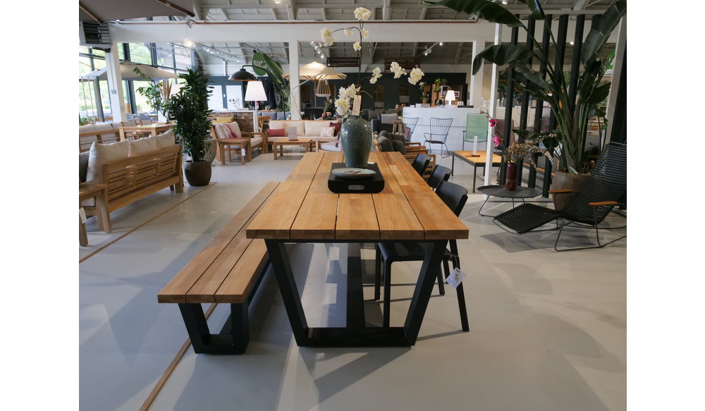 Tuinset | George tuintafel met George tuinbank en Trill stapelstoelen