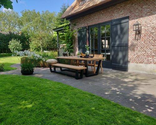 George tuintafel met George tuinbank en St Tropez tuinstoelen