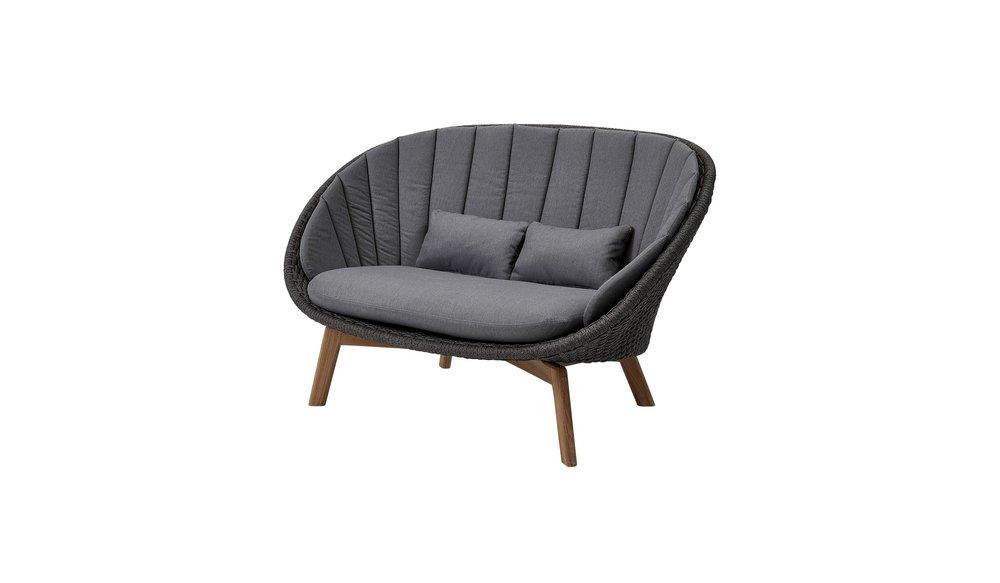 Peacock 2 zits  loungebank