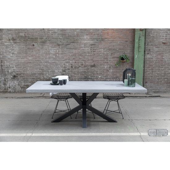 Beton-tafels.com Betonnen tafel met stalen matrix poot