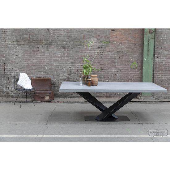 Beton-tafels.com Betonnen tafel met stalen twisted V poot