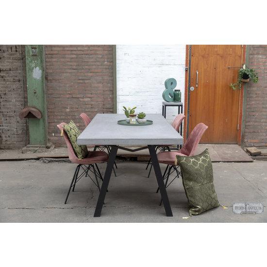 Beton-tafels.com Betonnen tafel met stalen M poten