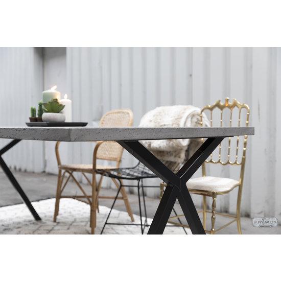 Beton-tafels.com Betonnen tafel met stalen Scissor kruispoten