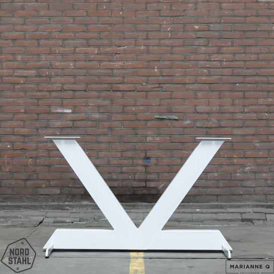 Beton-tafels.com Betonnen tafel met stalen V poot