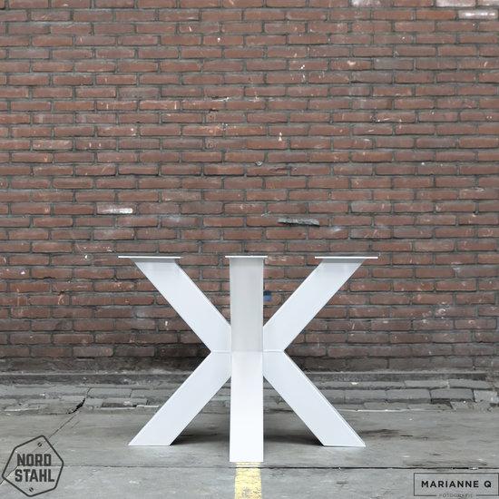 Beton-tafels.com Ronde betonnen tafel met zware stalen dubbele kruis  poot