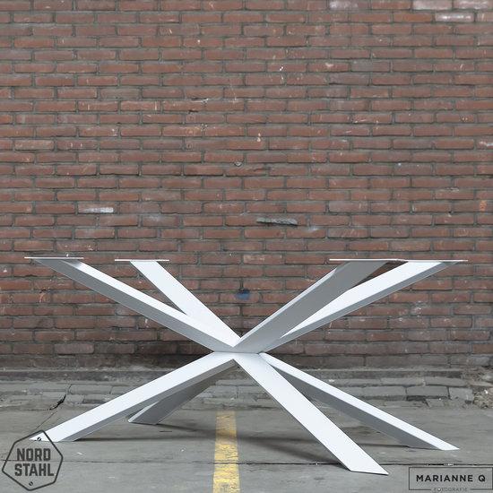 Beton-tafels.com Betonnen tafel met stalen Spider tafelpoot