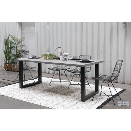 Beton-tafels.com Betonnen tafel met standaard stalen U poten