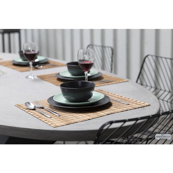 Beton-tafels.com Ovale betonnen tafel met stalen Spider tafelpoot