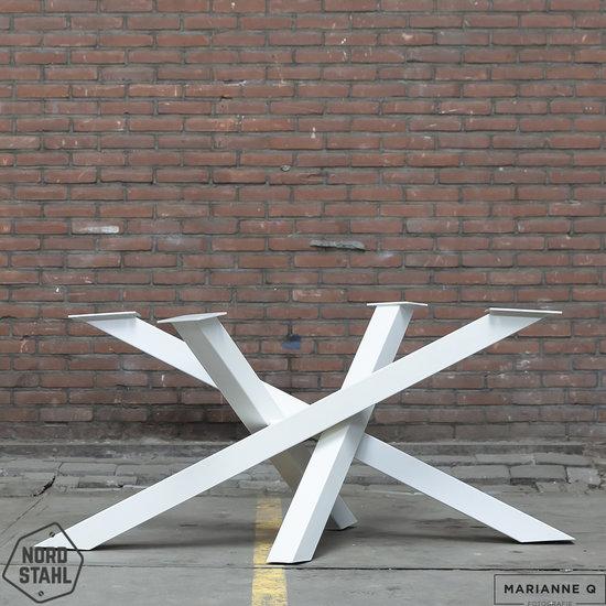 Beton-tafels.com Ovale betonnen tafel met stalen Twist tafelpoot