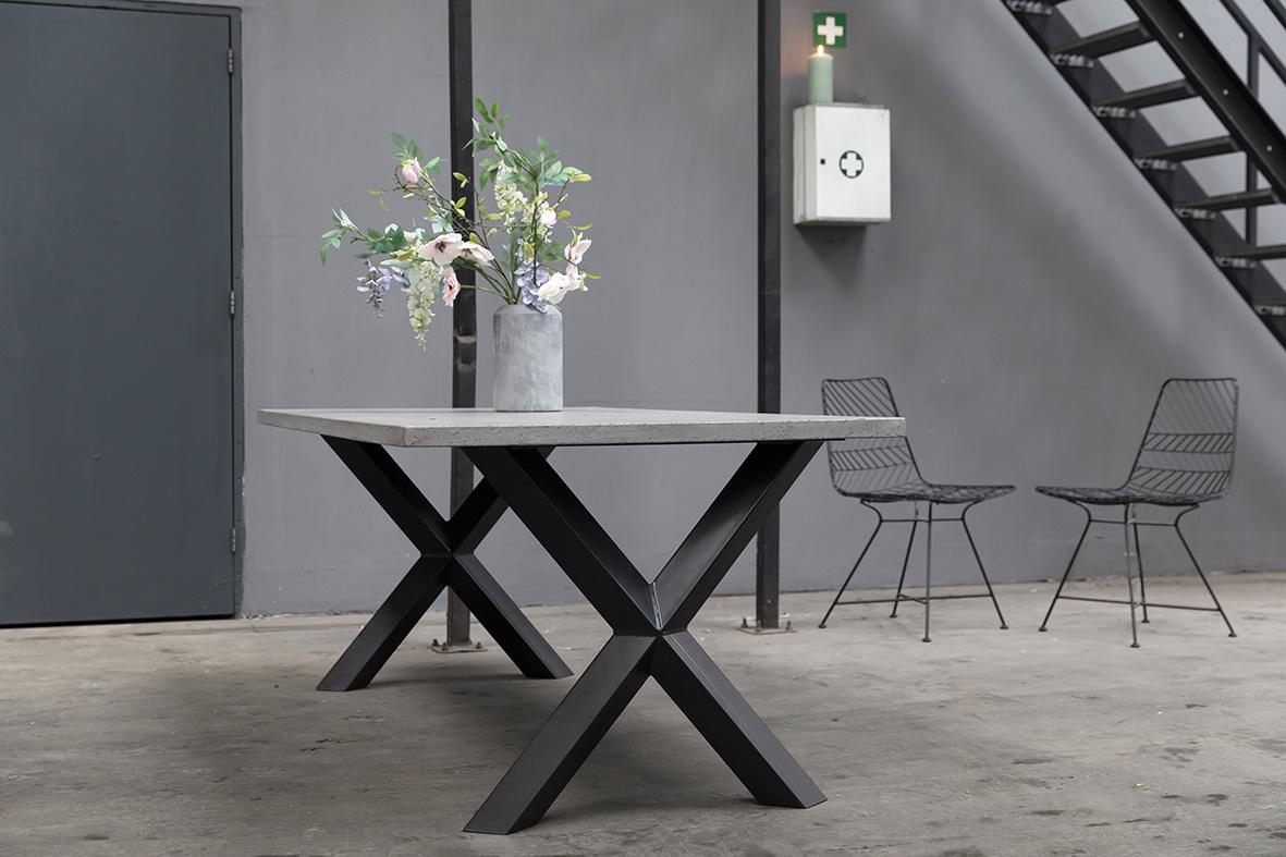 Ovale betonlook eettafel 2