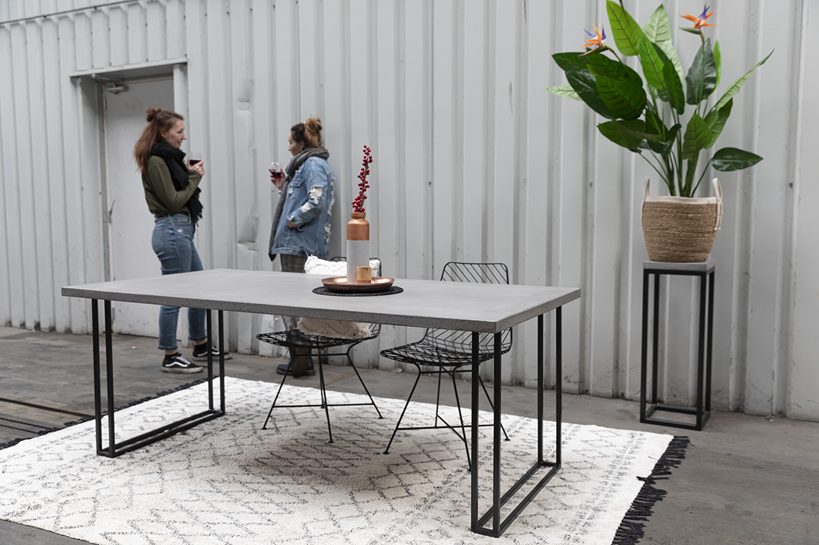 Ovale betonlook eettafel 1