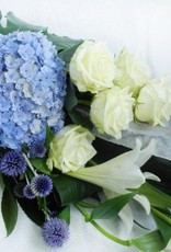 rouwboeket blauw&wit
