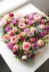 Gemengd bloemenhart in landelijke/ natuurlijke stijl