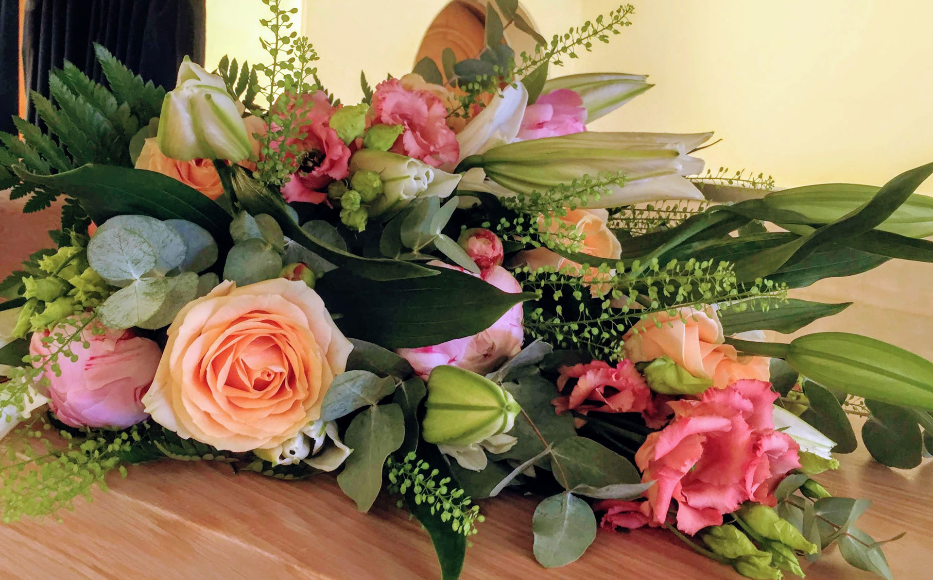 rouwboeket veldbloemen,bomvol mooie zomerbloemen
