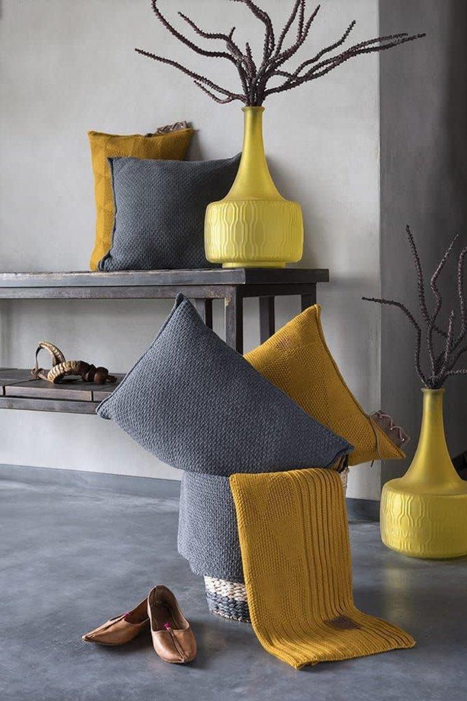 Knit Factory Jay Kussen 50x50 Oker