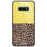 Casimoda Samsung Galaxy S10e glazen hardcase - Luipaard geel
