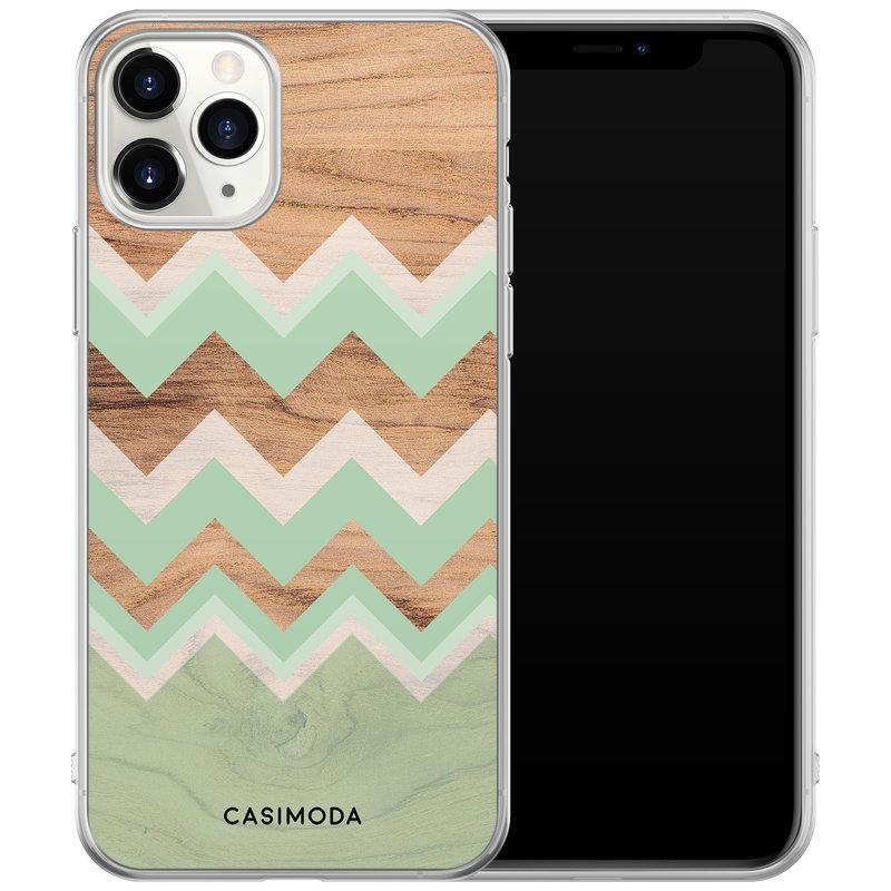 Casimoda iPhone 11 Pro hoesje - Mint wooden chevron
