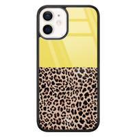 Casimoda iPhone 12 mini glazen hardcase - Luipaard geel