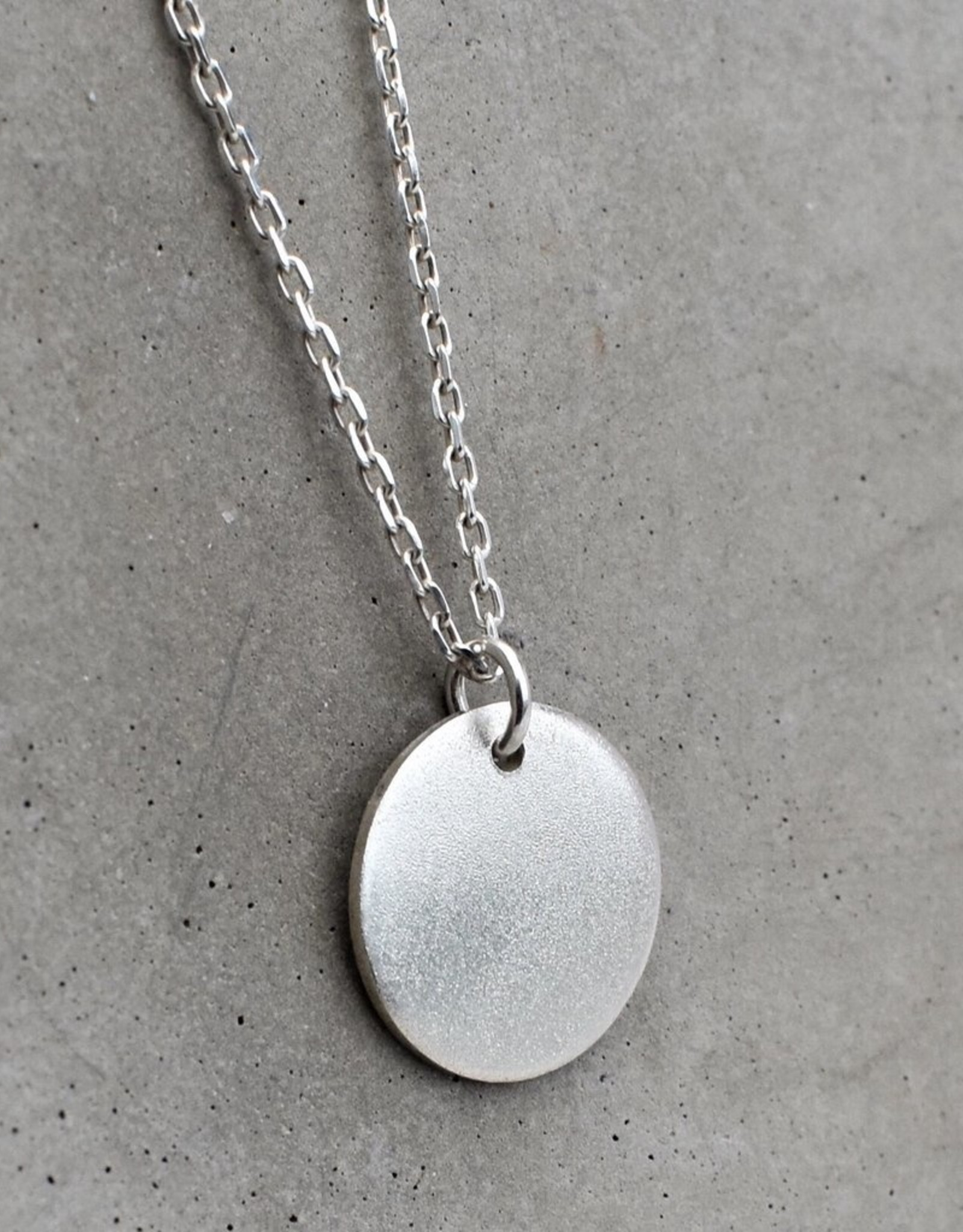 Taer Jewellery Taer Jewellery Round Pendant Silver Frost
