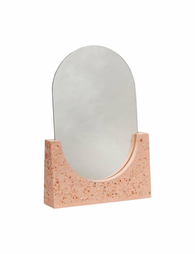 Prachtige roze terrazzo Spiegel van Hübsch