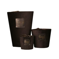 Victoria with Love Velvet Black Glamor Scented Candle